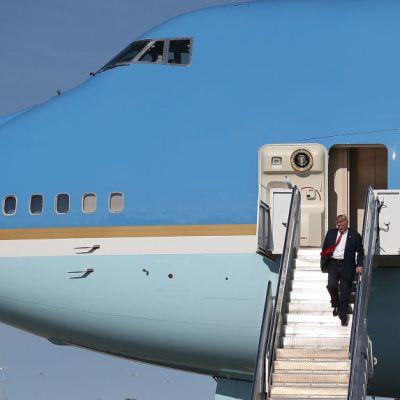 Air Force One trasladará cuerpo de George H. W. Bush para funeral de Estado: Trump