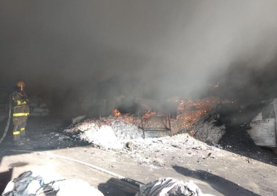 Incendio consume 20 toneladas de carbón en Apocada, Nuevo León