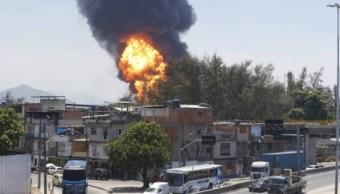 Incendio en refinería de Manguinhos alerta Río de Janeiro