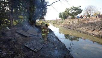 Fuga de combustible provoca incendio en arroyo en Irapuato