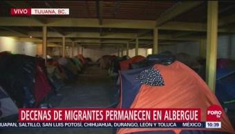 Decenas de centroamericanos permanecen en albergue improvisado en Tijuana