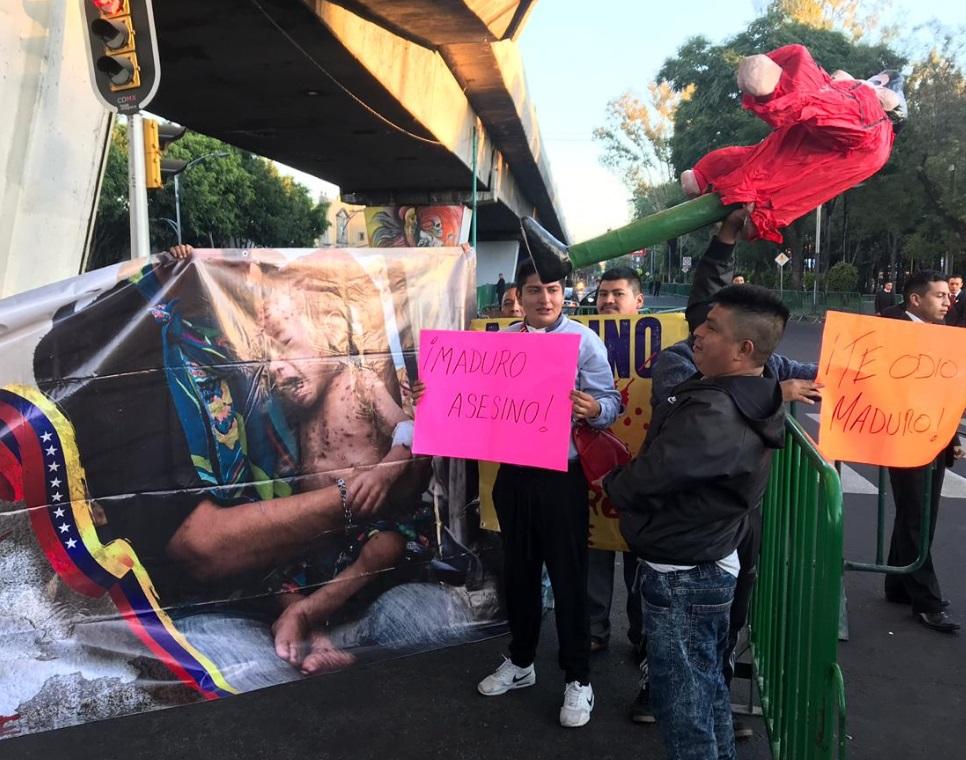 Protestan frente a San Lázaro contra Maduro