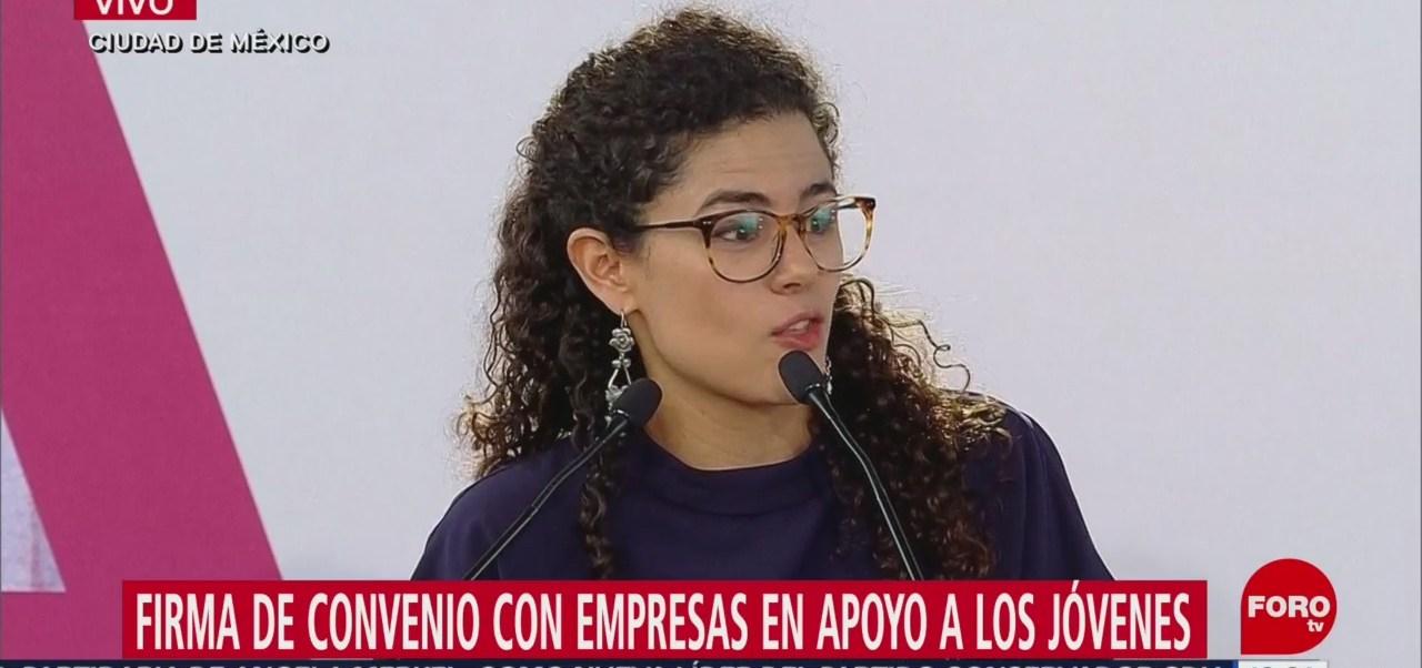 María Alcalde firma de convenio con empresas en apoyo a los jóvenes