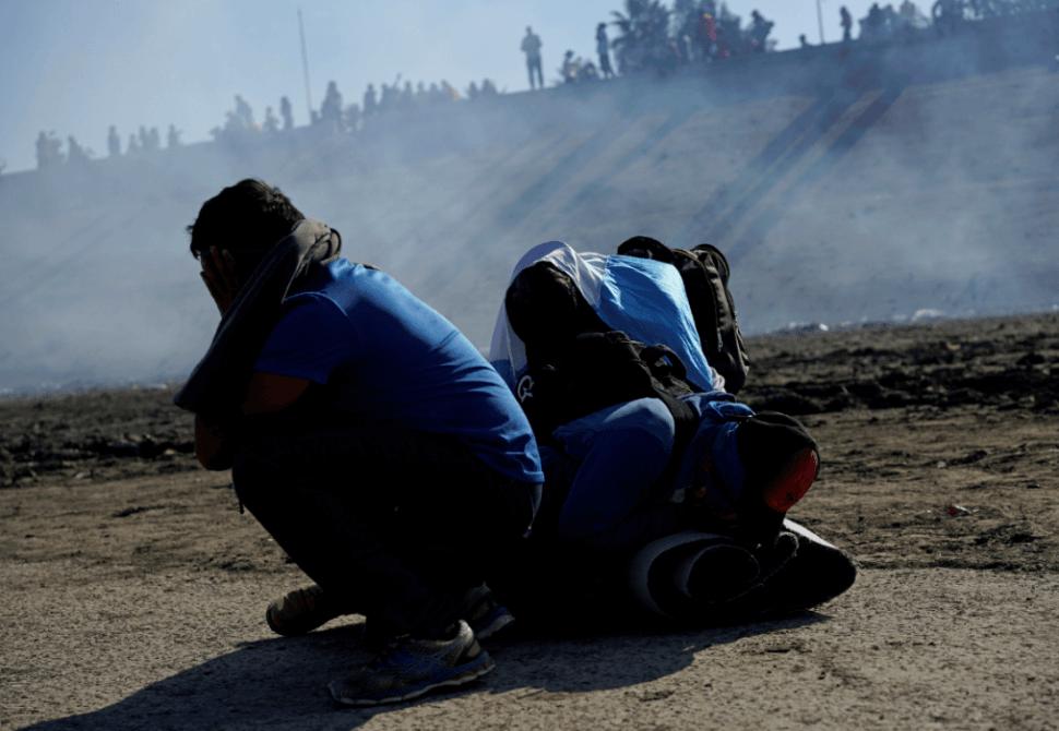 Gas lacrimógeno en frontera de México se usó conforme a la ley