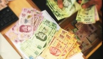 Peso gana 6.1 centavos ante debilitamiento del dólar