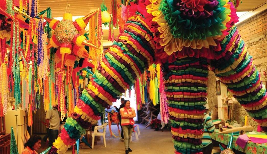 Así nació la costumbre de elaborar piñatas en México