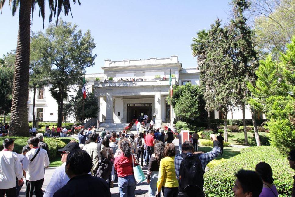Más de 60 mil personas visitan 'Los Pinos' en segundo día