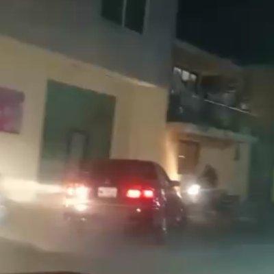 Policías salvan a hombre de linchamiento tras atropellar a personas en Puebla
