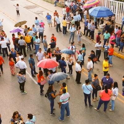 Maestros realizan paros y bloqueos en Villahermosa, Tabasco
