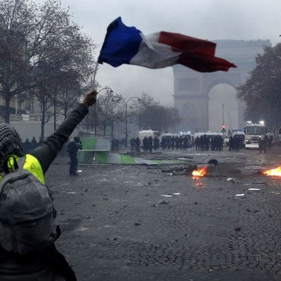 Permanecen detenidas 378 personas en París tras los disturbios del sábado