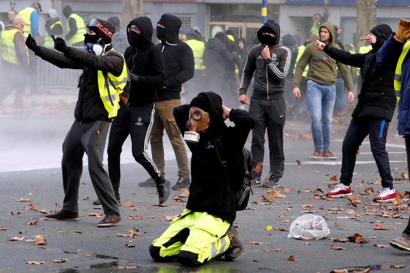 Policía de Bruselas arresta a cientos de manifestantes