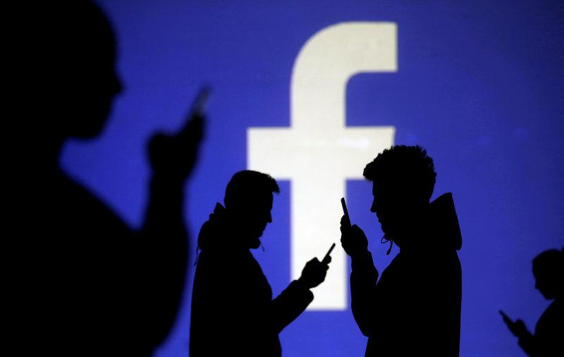 Italia multa a Facebook con 10 millones de euros por vender datos