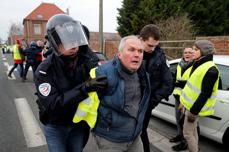 paris 59 detenidos en inicio de protestas de chalecos amarillos