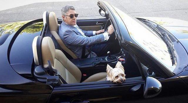 Serrano Ruíz, apodado #LordMinistro, en una de las imágenes en las que aparece conduciendo su auto deportivo de lujo (Reforma)