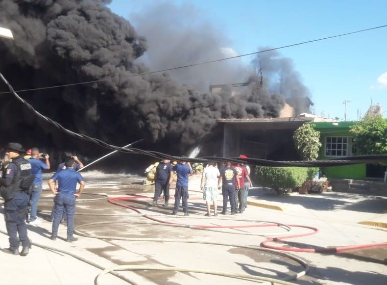 desalojo incendio bodega mazatlan comunidad roble