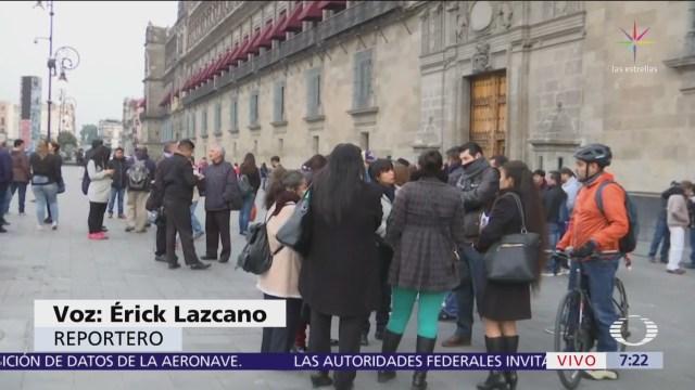 Trabajadores despedidos del SAT se manifiestan en Palacio Nacional