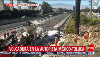 Vuelca tráiler en rampa de frenado de la autopista México-Toluca