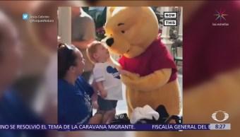 Winnie Pooh consciente a niño con capacidades diferentes