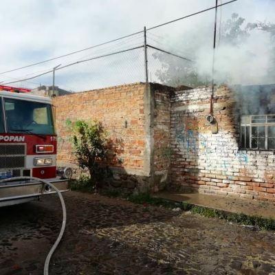 Mujer rescata a sus hijos de un incendio en Zapopan, Jalisco