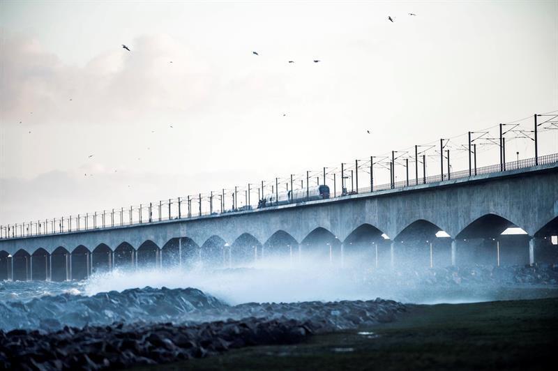 Mueren seis personas en accidente ferroviario por temporal en Dinamarca