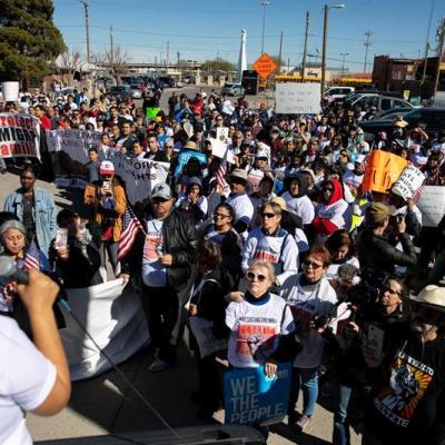 Migrantes marchan contra Trump en El Paso, Texas