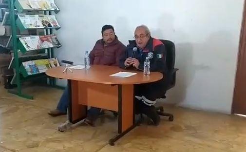 FOTO: El alcalde de Tlahuelilpan, Hidalgo, Juan Pedro Cruz, y el director de Protección Civil municipal, Ángel Barañano, informan sobre depósito de combustible, México, 23 de enero de 2019