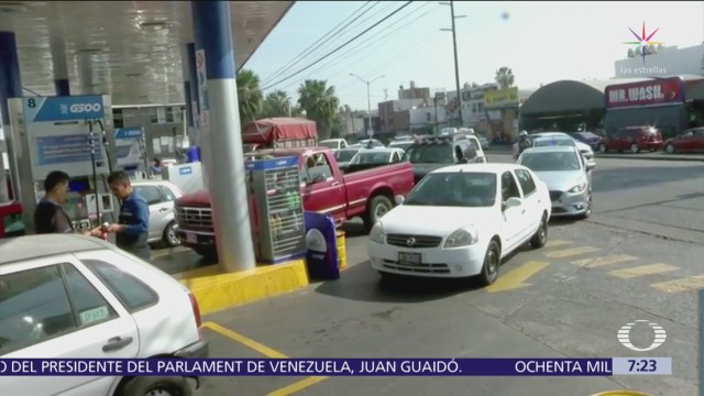 Octavio Romero Oropeza, director de Pemex, explica en la conferencia matutina del presidente López Obrador el volumen e importe de ventas de gasolina durante noviembre y diciembre