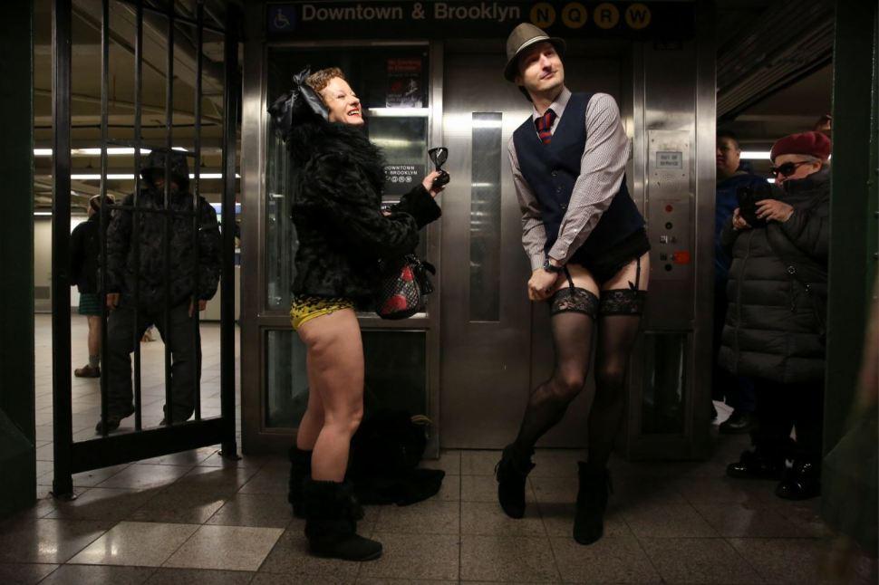 Algunas personas también se disfrazaron para el evento (Reuters)