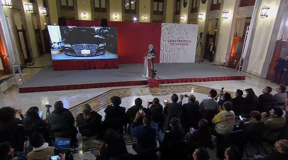 Foto: AMLO anuncia 'tianguis' para vender vehículos 'fifí'