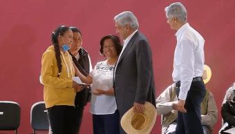 AMLO visita Acambay, entrega apoyos para combatir huachicol