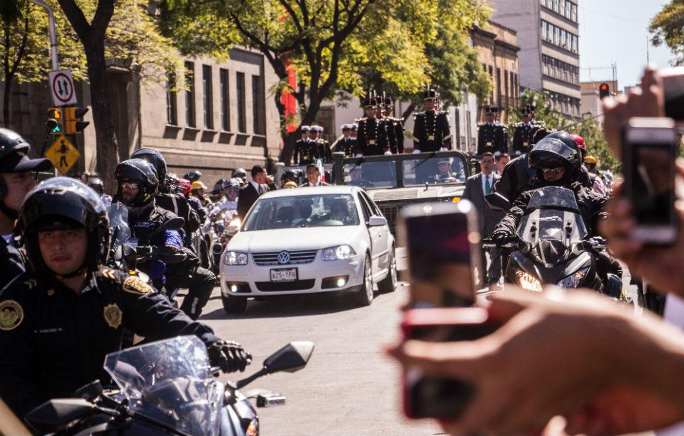 Andrés Manuel López Obrador se traslada a Palacio Nacional tras la toma de posesión el pasado 1 de diciembre de 2018 (Notimex)