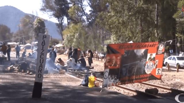 FOTO AMLO llama a maestros a terminar bloqueos en Michoacán/ Pátzacuaro, Michoacán enero 2019