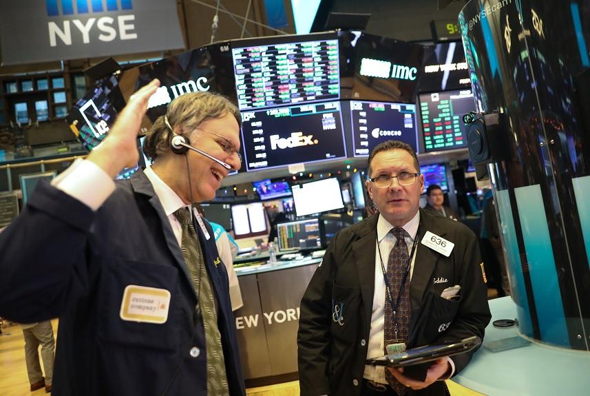 Wall Street cierra en verde y el Dow Jones sube 0.65%