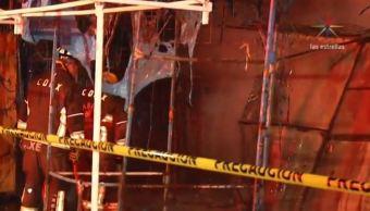 Bomberos CDMX controlan incendio de puestos en Tacubaya