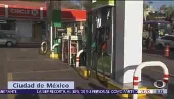 Capitalinos hacen largas filas por problema de suministro de gasolina