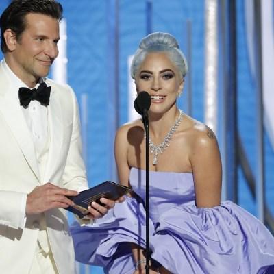 Lady Gaga brilla en la alfombra roja de los Globos de Oro