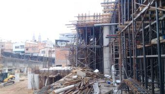 Se derrumba construcción de centro comercial en Jalisco