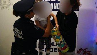 Detienen a niñera que 'secuestró' a niña española en Tulum