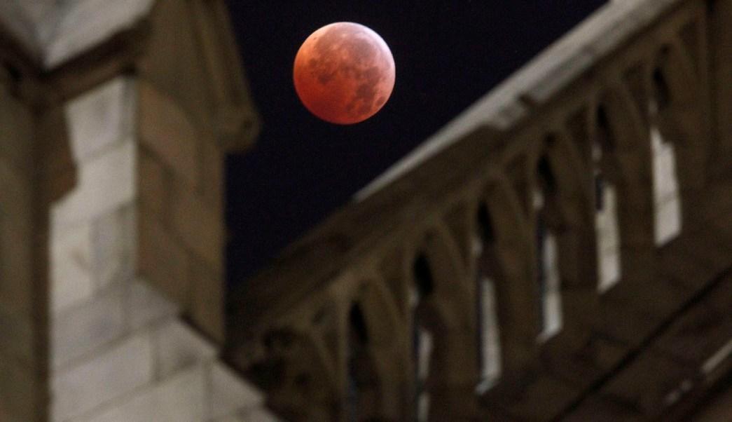 Eclipse-lunar-Luna-Sangre-Superluna-luz-solar