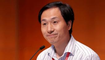 Científico chino que modificó bebés es despedido