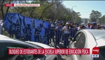 Estudiantes de Educación Física bloquean Circuito Interior, CDMX