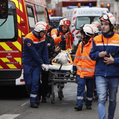 Suman tres muertos por explosión de panadería en París