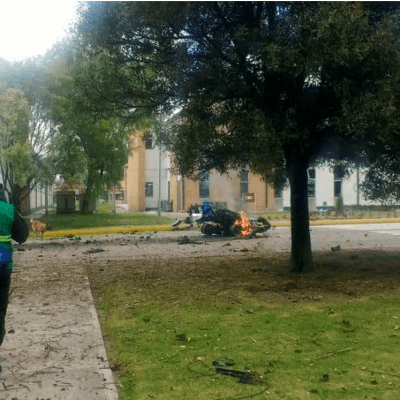 Estalla carro bomba en escuela de Policía en Bogotá; nueve muertos