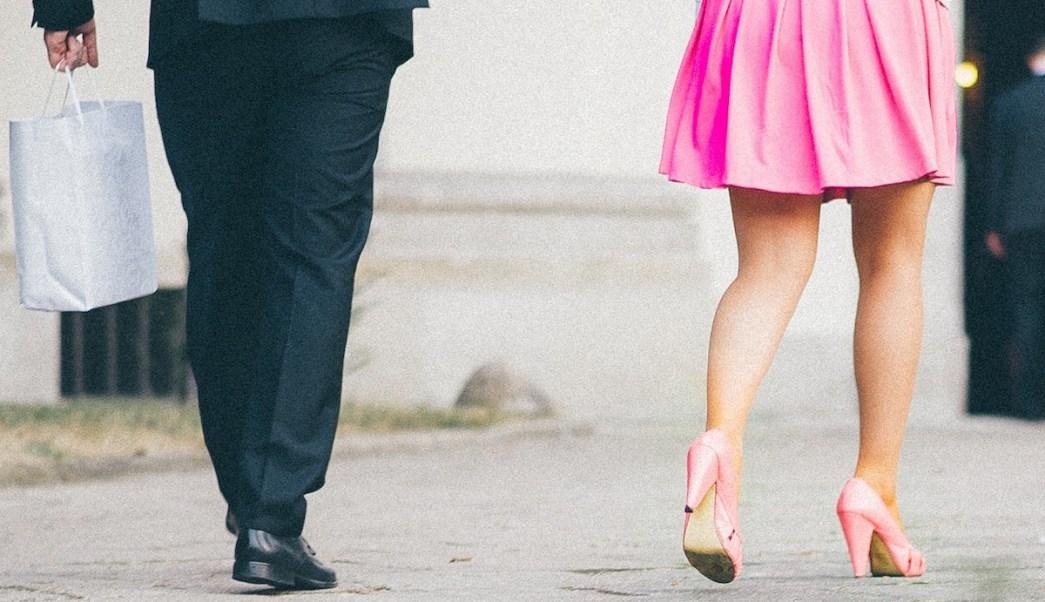 7f5fa5b09 Tomar fotos por debajo de la falda a las mujeres será motivo de ...