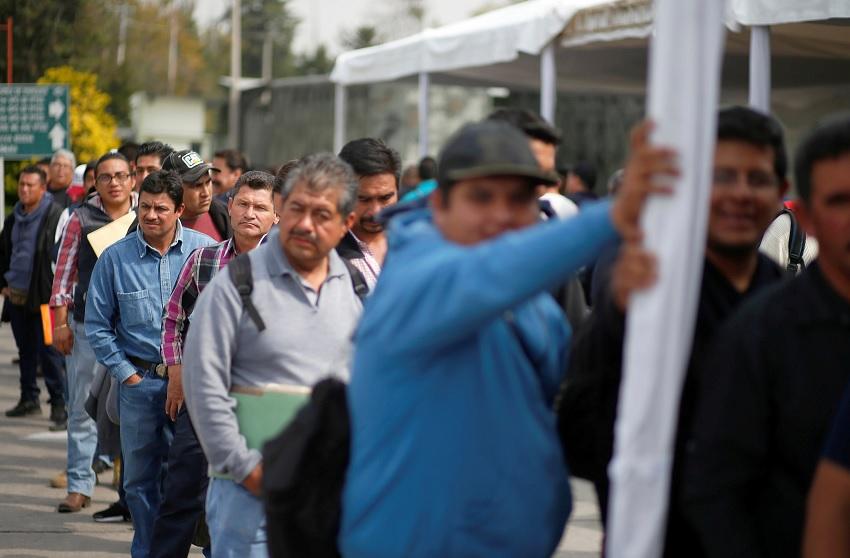 Continúan filas para choferes de pipas en Campo Militar 1A