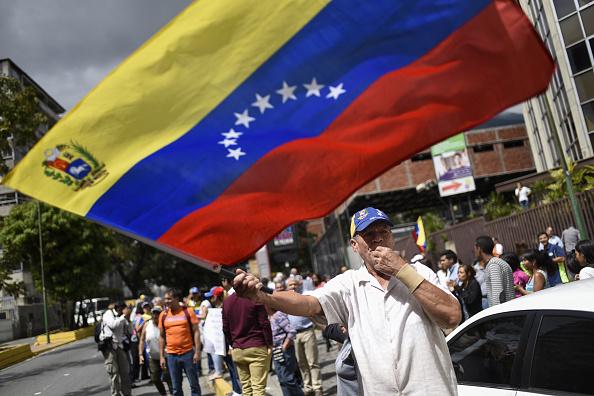 Foto: Manifestante ondea una bandera de Venezuela en las calles de Caracas el 20 de enero del 2019