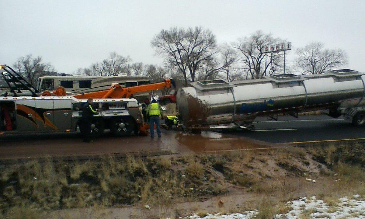 Camión cisterna vuelca y deja río de chocolate en EEUU