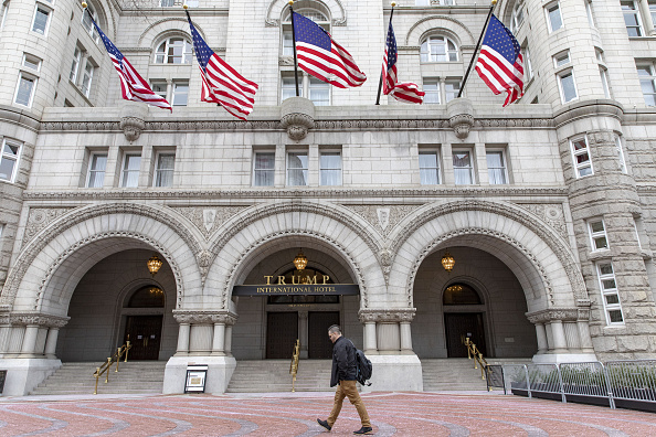 Benefician a Hotel Trump al ignorar cláusula anticorrupción