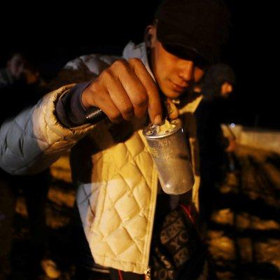 EEUU lanza gas lacrimógeno para detener cruce masivo de migrantes