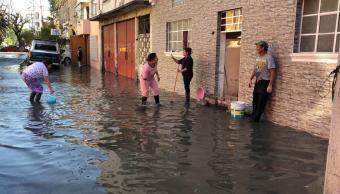 Foto: Fuga de agua inunda viviendas en Av. Congreso de la Unión 25 enero 2019